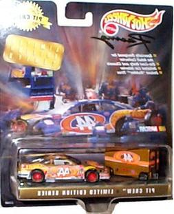 Hot Wheels Racing - 2piece Pit Crew Collector Edition - Limi